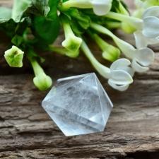 Kahepoolne püramiid mäekristallist (25x33mm)