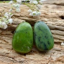 Auguga kivi / ripats - Nefriit