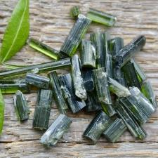 Roheline turmaliin ehk verdeliit toorkivi
