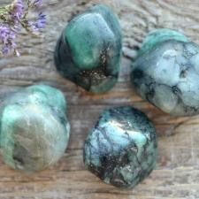 Auguga kivi / ripats - Smaragd
