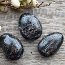 Auguga kivi / ripats - Astrofülliit