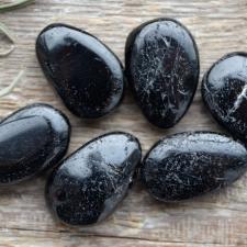 Auguga kivi / ripats - Turmaliin