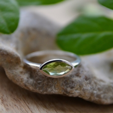 Sõrmus - Oliviin ehk Peridoot (925 hõbe)