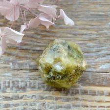 Roheline granaat ehk grossulaar toorkivi